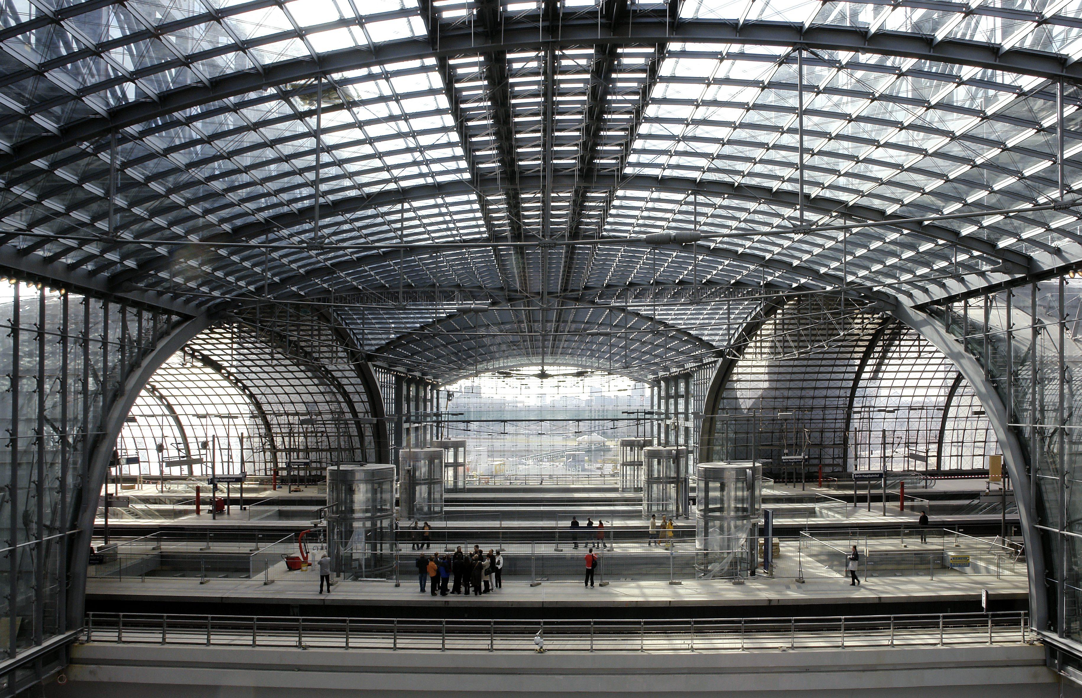 Berlin Hauptbahnhof - Lehrter Bahnhof: www.jobakeronline.com/articles/architecture-week